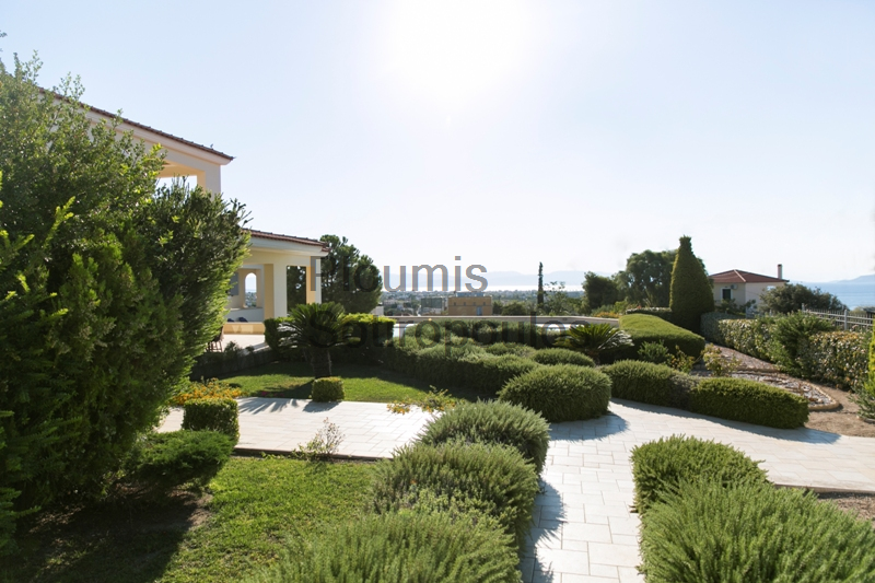 Villa with Sunset Views in Aigina