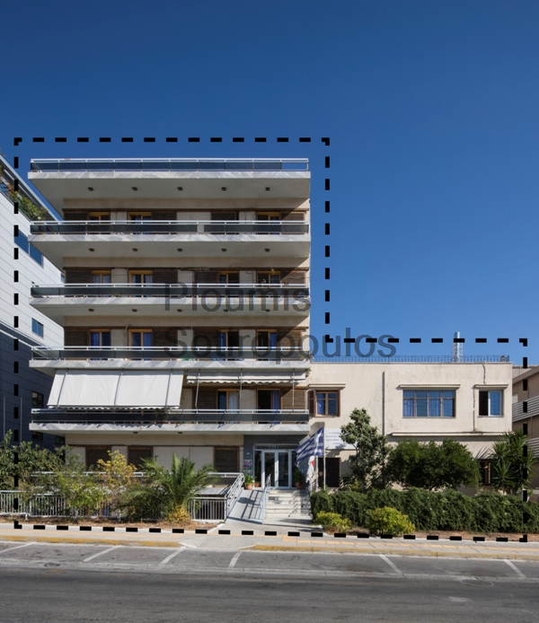 Independent building of excellent location in Glyfada
