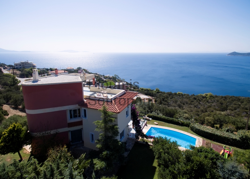 Prominent villa with splendid view in Schinia, Attica