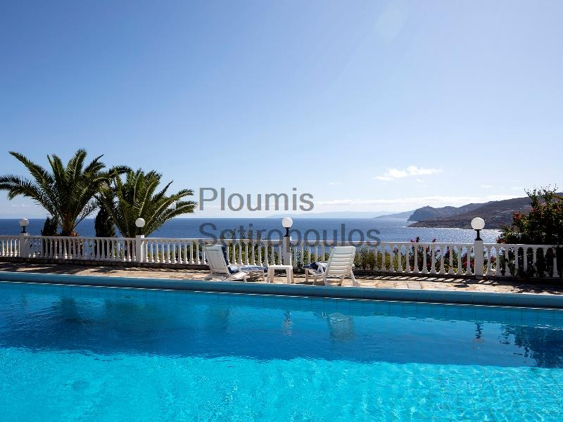 A vacation home in Daskalio, Attica Greece for Sale