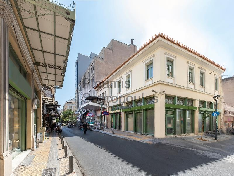 Neoclassical Prominent Shop in the Center Greece for Rent