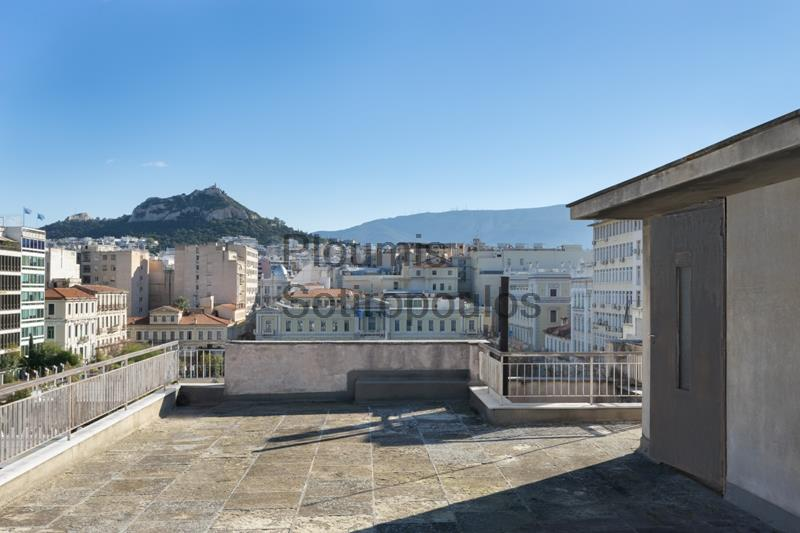 Independent Building in the Historic Center Greece for Rent