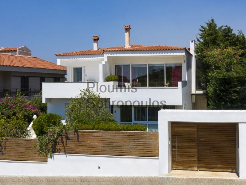 Serene luxury in Vouliagmeni Greece for Rent